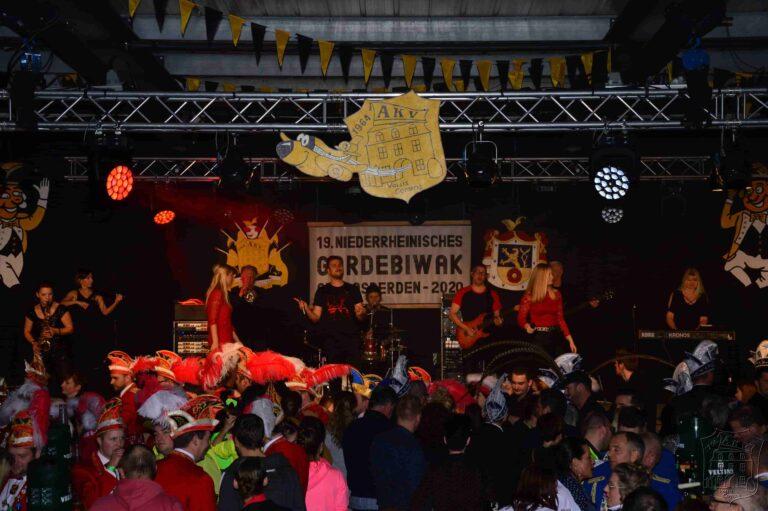 Karnevalsband Die Mennekrather auf dem Gardebiwak in Asperden
